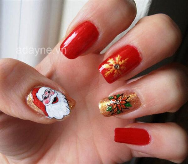 Sang chảnh mà vẫn rất đáng yêu cùng mẫu nail noel họa tiết Ông già Noel trên nền gel vàng ánh kim mix tone đỏ nổi bật