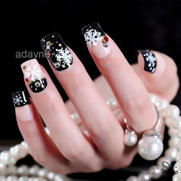 Chanh sả, quyến rũ và nổi bật là những gì mà mẫu nail noel bông tuyết này mang lại cho bạn