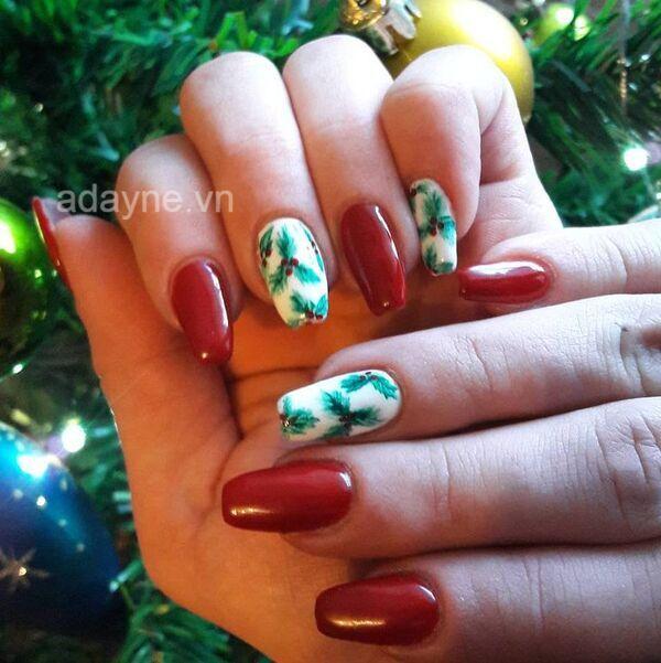 Nail lá vọng đầy chất nghệ thuật trên kết hợp nail màu đỏ sang chảnh