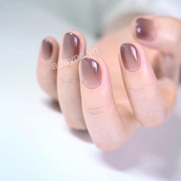 Mẫu nail thạch đơn giản với tone màu nâu đất quyến rũ