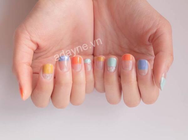 Đẹp rạng ngời với mẫu nail Hàn Quốc sơn nửa móng mix nhiều màu rực rỡ, tươi mới