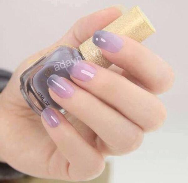 Mỏng manh, nữ tính với mẫu nail ombre màu tím bắt mắt