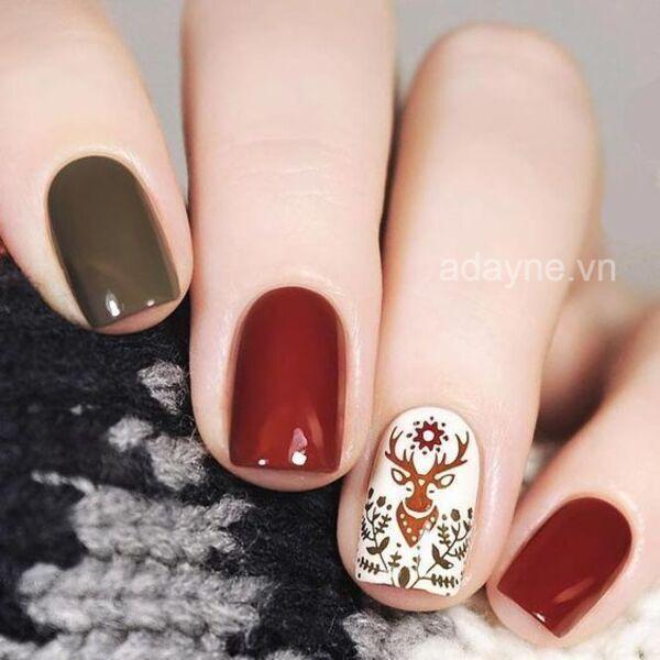 Bất ngờ trước vẻ đẹp sang chảnh, cá tính của mẫu nail mix màu họa tiết tối giản