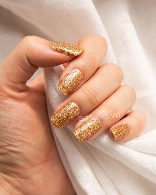 Mẫu nail Tết đẹp sang trọng, quyền lực và vương giả tone màu vàng gold đắp nhũ lấp lánh