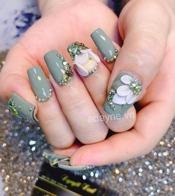 Mẫu nail Tết đính đá tone xanh mint họa tiết hoa nổi chuẩn tiêu chí sang xịn mịn