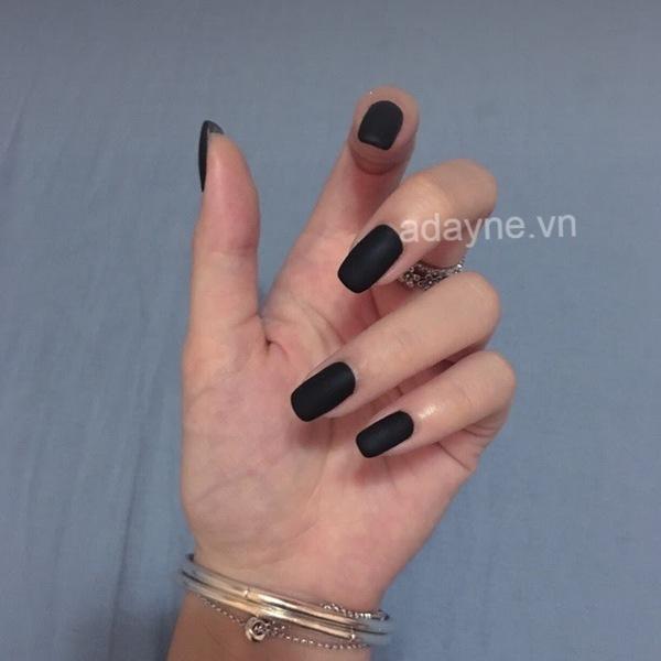 Chinh phục mọi ánh nhìn với mẫu nail đen cá tính đẹp quyến rũ, cuốn hút