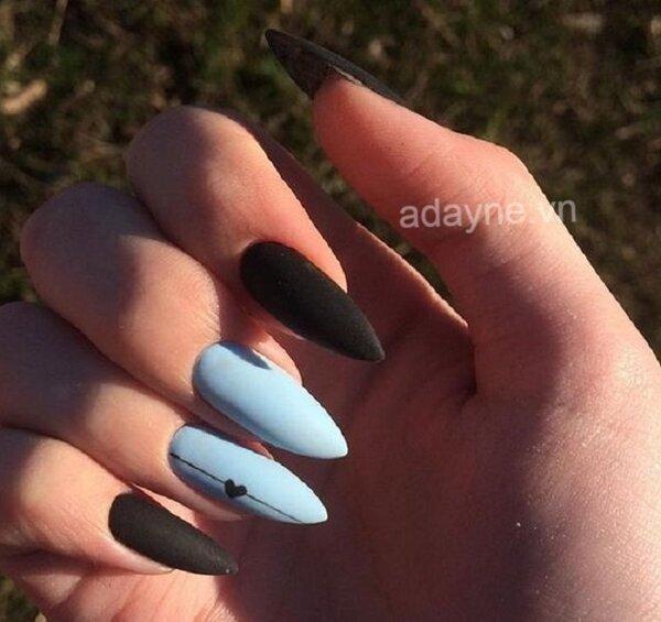 Nail đen kết hợp màu xanh pastel, tưởng không đẹp mà lại đẹp không tưởng