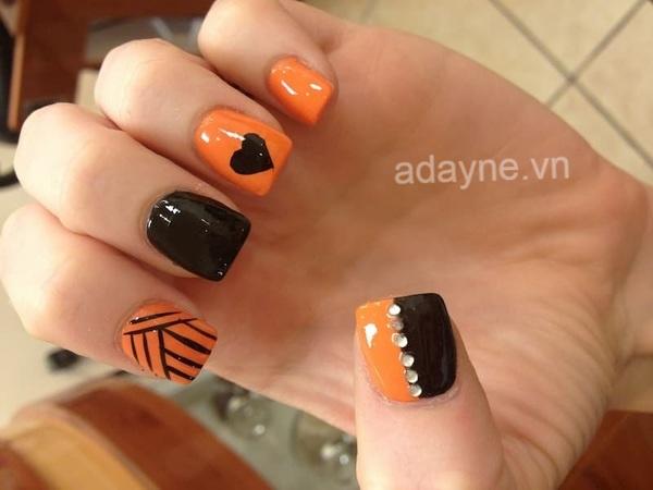 Tạo dấu ấn cho tuổi nổi loạn bằng mẫu nail đen sang chảnh kết hợp màu cam nổi bần bật