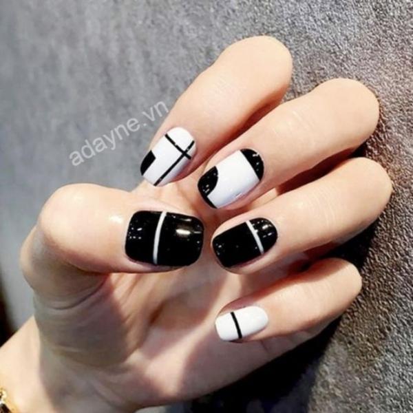 Mốt mẫu nail đẹp đơn giản họa tiết đen trắng được lăng xê 04 mùa