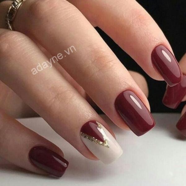 Mẫu nail đẹp đơn giản tông màu nâu chocolate đính đá tinh tế