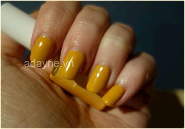 Mẫu nail nhẹ nhàng đơn giản tông vàng nâu trơn chất lừ