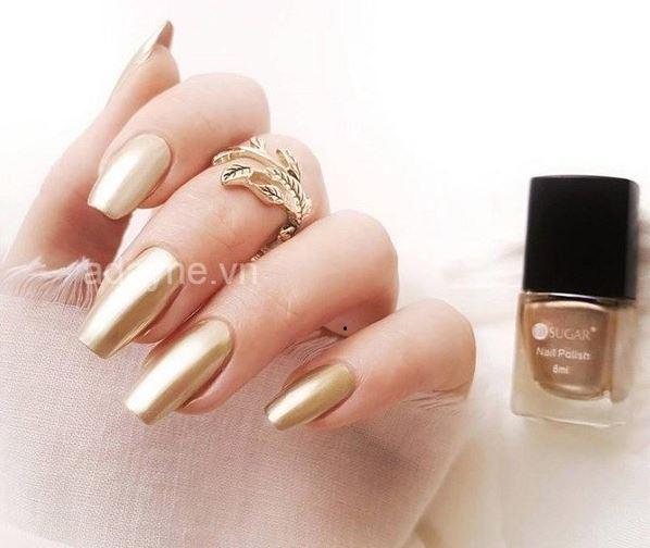 Màu vàng gold cho một mẫu nail đơn giản, nhẹ nhàng nhưng vô cùng sang chảnh