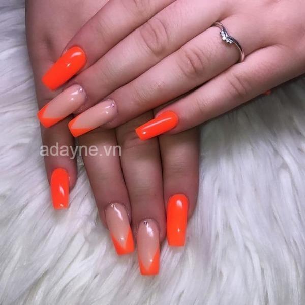 Mẫu nail đơn giản nhẹ nhàng màu cam bóng đón hè sôi động