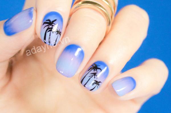 Mẫu nail màu xanh dương đẹp họa tiết cây dừa độc đáo