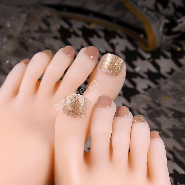 Mẫu nail xinh tone nude tôn da đẹp kiêu kỳ, mỏng manh lại cuốn hút