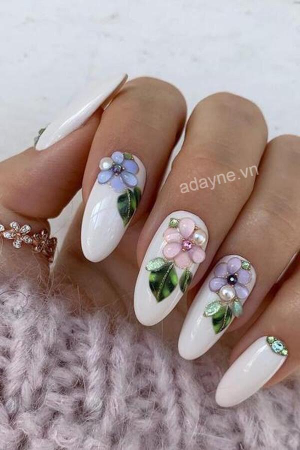 Mẫu nail vẽ hoa đơn giản họa tiết đính đá nổi sang chảnh