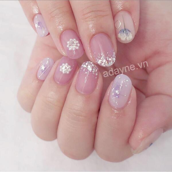 Mẫu nail vẽ hoa đơn giản ngọt ngào dễ thương