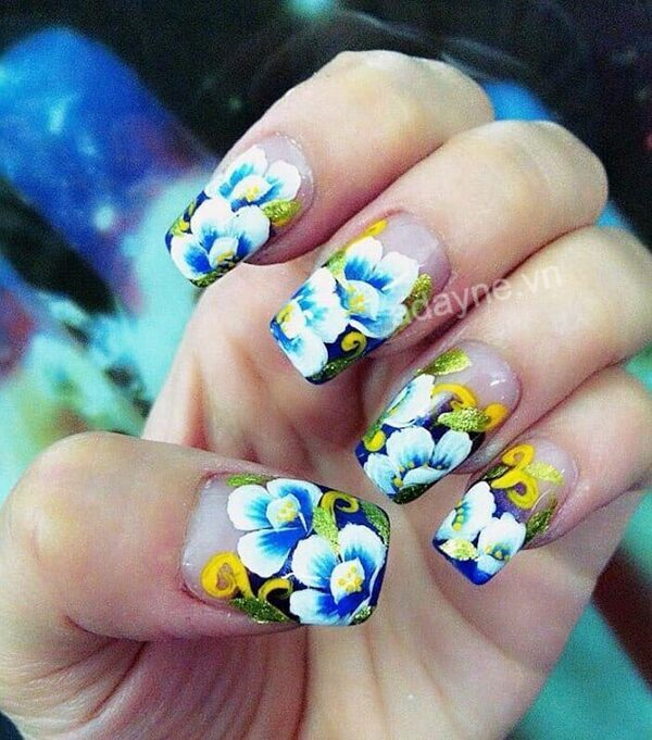 Mẫu nail vẽ hoa đơn giản tông xanh trắng thanh lịch