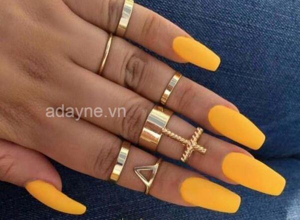Thu hút mọi sự chú ý bằng màu sơn móng tay mẫu nail đẹp cho da ngăm tone vàng cam pastel mới lạ