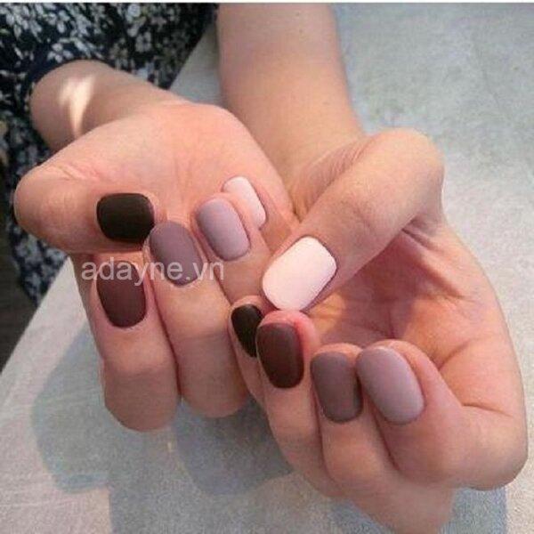 Trẻ trung và nổi bật hơn với mẫu nail đẹp tone pastel kết hợp nhiều màu móng nhám