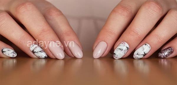 Hoặc chuyển qua phong cách cá tính, mới lạ với mẫu nail đẹp hoa văn sơn thủy độc lạ