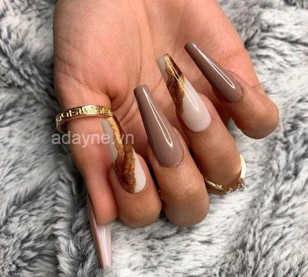 Màu sơn mẫu nail đẹp cho da ngăm tone đất cực kỳ thanh lịch, đẳng cấp