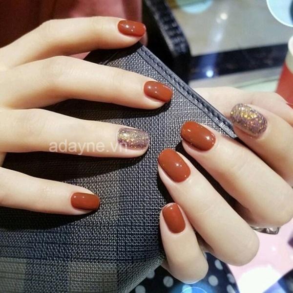 Nail cam đất kết hợp đắp nhũ kim tuyến ở một vài ngón đẹp lung linh