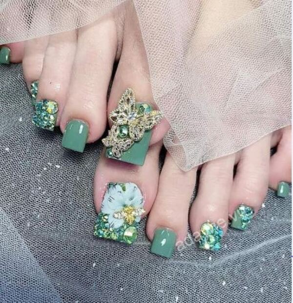 Mẫu móng chân đẹp màu xanh rêu được ưa chuộng nhất hiện nay