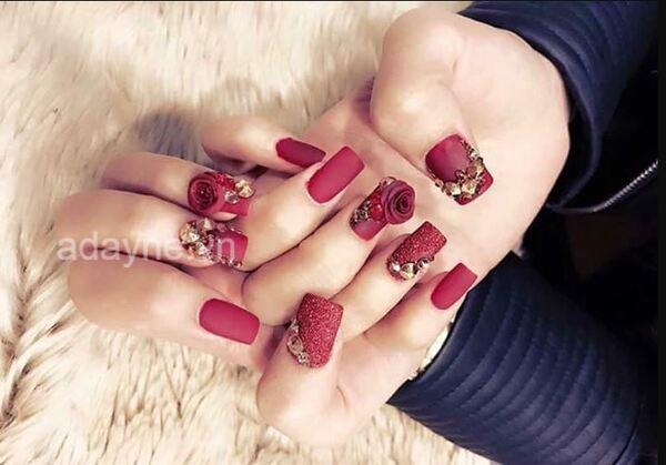 Tone đỏ đất đính đá gắn hoa nổi đẹp mê mẩn