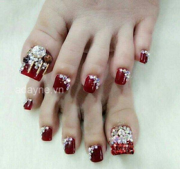 Chị em có thể tự sáng tạo để có mẫu nail thời trang, không đụng hàng mà vẫn tinh tế đến từng chi tiết.