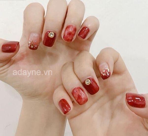 Mẫu nail màu đỏ sơn thạch đính đá đẹp mê ly
