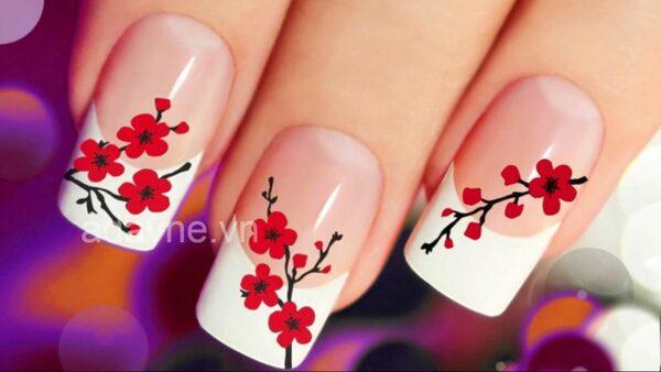 mẫu nail đẹp sử dụng sơn lì kết hợp hoa văn được vẽ cầu kỳ
