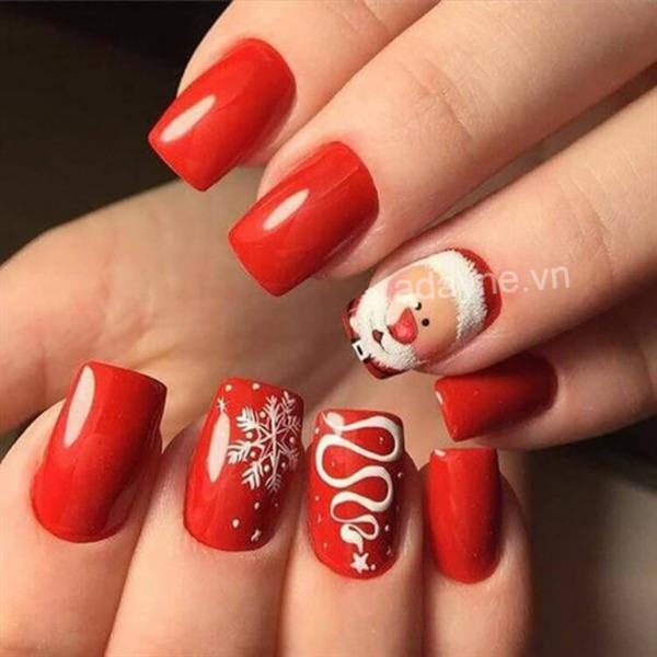 Mẫu nail xinh tông đỏ họa tiết ông già Noel nổi bật