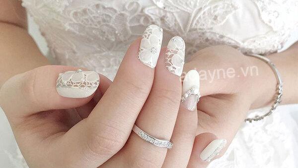 Nail xinh gắn ren dành cho cô dâu