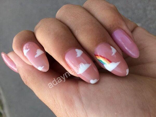 """Cô nàng ngọt ngào cũng phải """"đổ đứ đừ"""" mẫu nail xinh cute họa tiết đám mây tông hồng lãng mạn từ cái nhìn đầu tiên"""