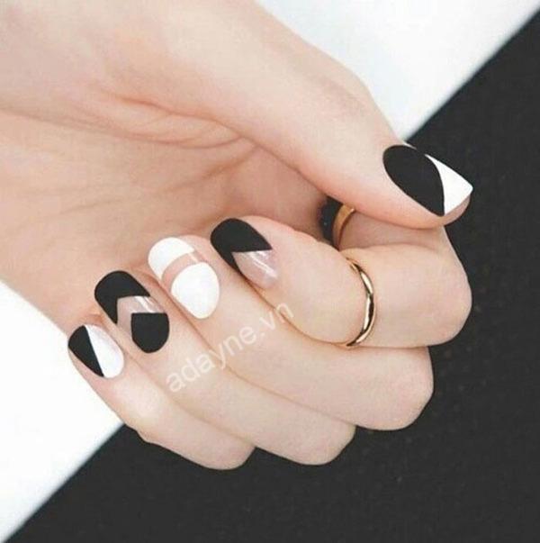 Trung thành với mẫu nail đen trắng họa tiết hình học tối giản không bao giờ lỗi mốt