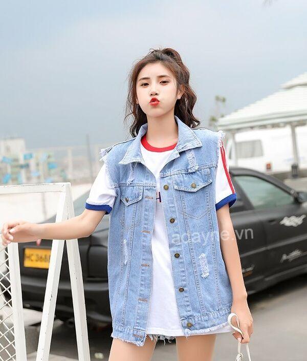 Cách phối áo khoác jean kiểu sát nách mới lạ giúp nàng trở nên sành điệu và xinh xắn hơn