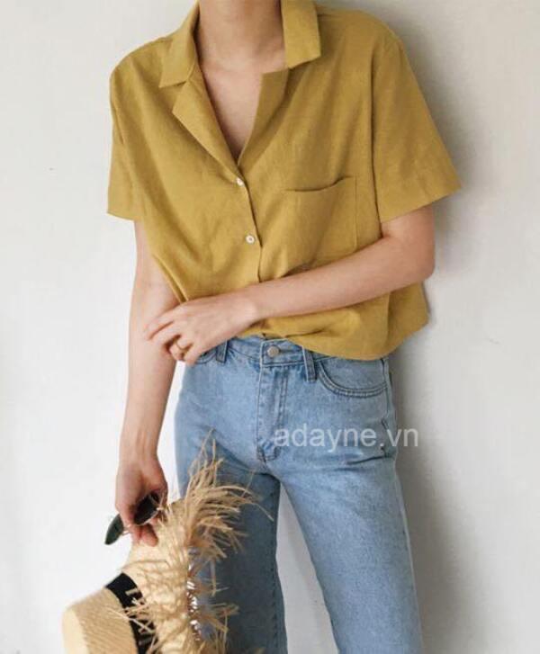 Cô nàng basic không thể bỏ qua item áo sơ mi cổ ngắn quần jean đơn giản, cuốn hút này