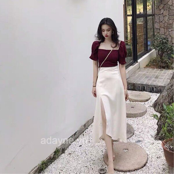 Chân váy xẻ tà trắng kết hợp với áo cổ vuông tone đỏ rượu giúp nàng chiếm trọn mọi ánh mắt mỗi lần xuất hiện