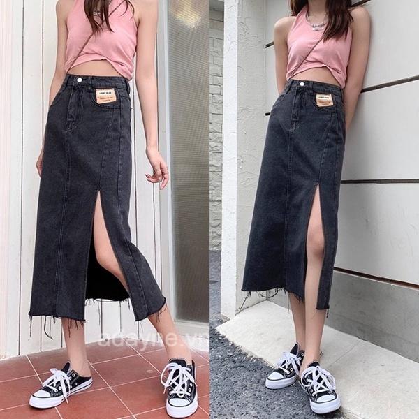 Diện ngay kiểu phối đồ với chân váy dài xẻ tà vài jean với áo croptop lúc dạo phố với người thương nhé