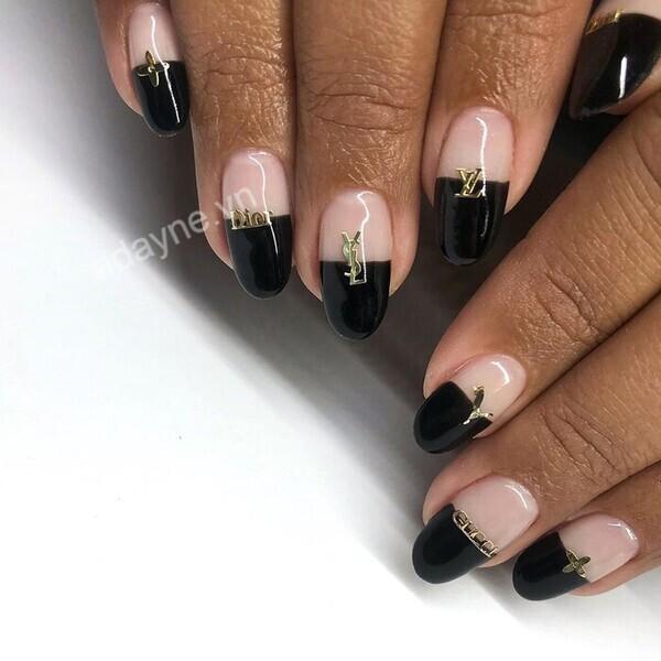 Mẫu nail đơn giản sang trọng mix match đủ các nhà mốt thời trang nổi tiếng độc đáo