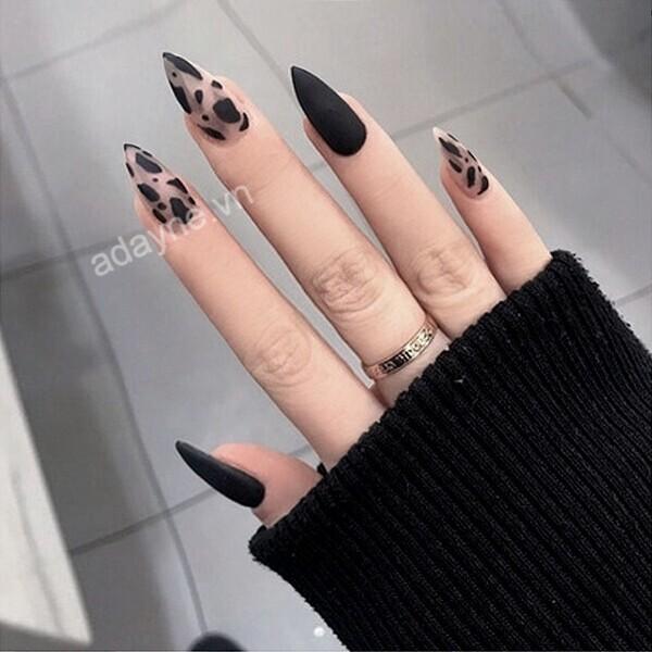 Sang chảnh mẫu nail đẹp kiểu oval họa tiết da báo trẻ trung, phá cách
