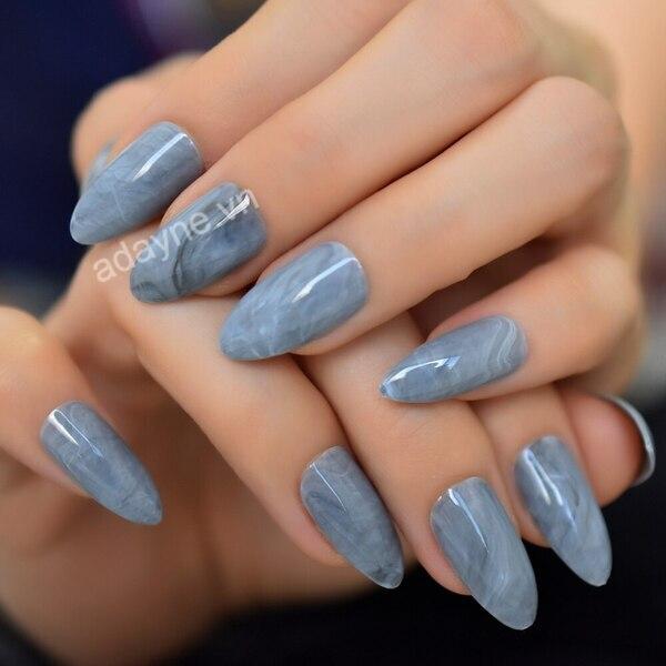 Thanh lịch, nhẹ nhàng và quý phái hơn cùng mẫu nail đơn giản sang trọng oval xanh lục bảo