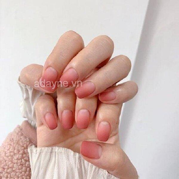 Vẽ móng tay đẹp kiểu ombre tông hồng xinh xắn, ngọt ngào