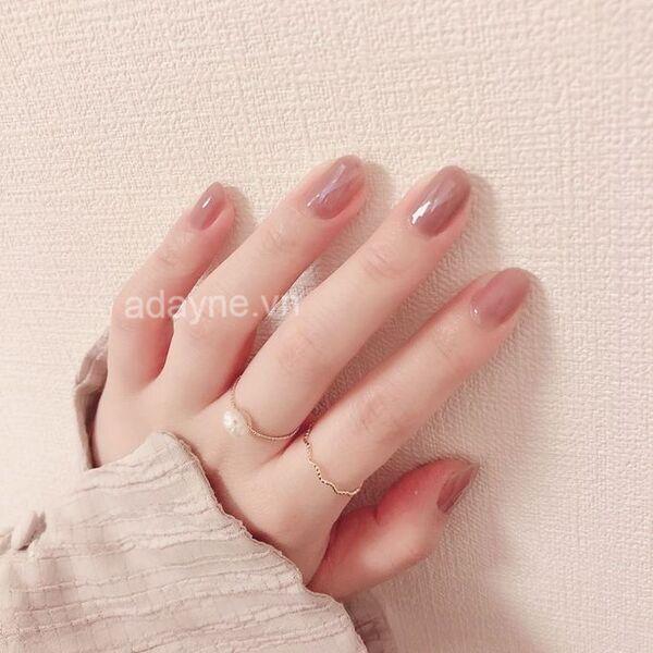 Vẽ móng tay đẹp tông nude trơn thanh lịch mê hoặc phái nữ