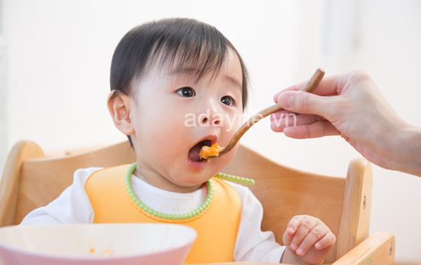 Dầu ăn cho bé ăn dặm đóng vai trò cung cấp năng lượng cho sự phát triển trí não