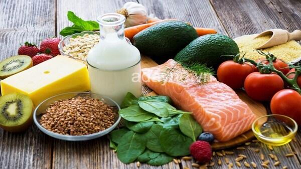 Nên dùng xen kẽ dầu ăn cho bé ăn dặm với những loại thực phẩm thiết yếu khác