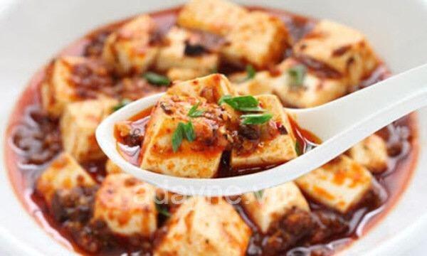 Đậu phụ thối là món ăn vặt truyền thống của Trung Quốc