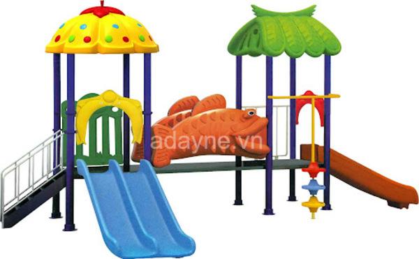 Cho trẻ trừ 2 tuổi trở lên chơi cầu trượt