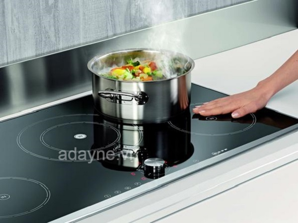 Bếp hồng ngoại phải làm nóng mặt bếp trước khi đun nóng nồi nên thời gian nấu lâu hơn, hiệu suất nấu thấp hơn so với bếp từ